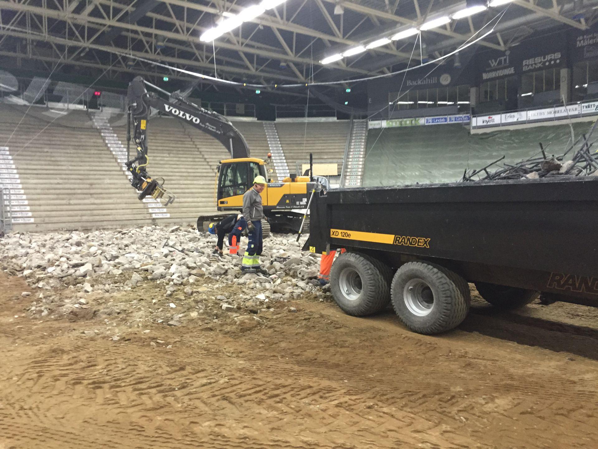 Bjäre Entreprenad utför grävning av Lindab Arena för att anpassas till spel i SHL