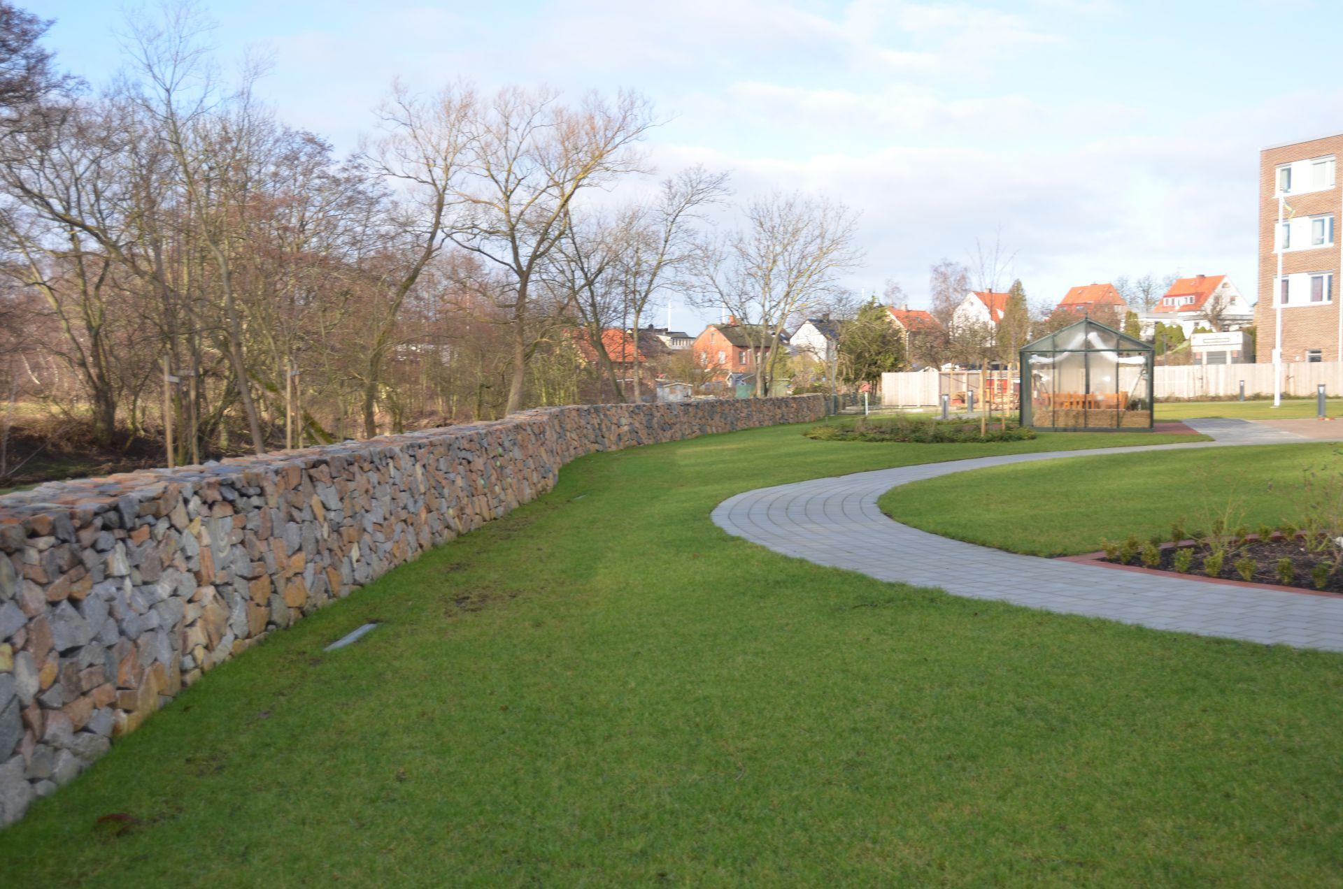 Bjäre Entreprenad gjorde markentreprenaden för Åbräddens sjukhem i Helsingborg som bestod av sanering, grundläggning och VA