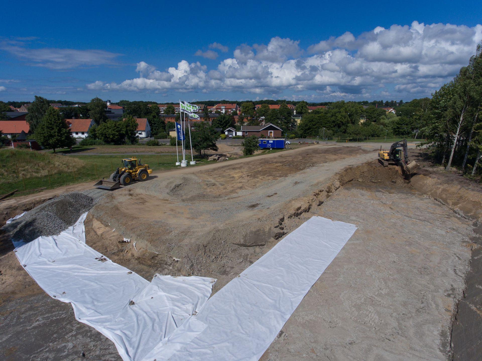 Bjäre Entreprenad jobbar med markarbetet åt MTA för byggprojektet Thulins Trädgårdar i Ängelholm