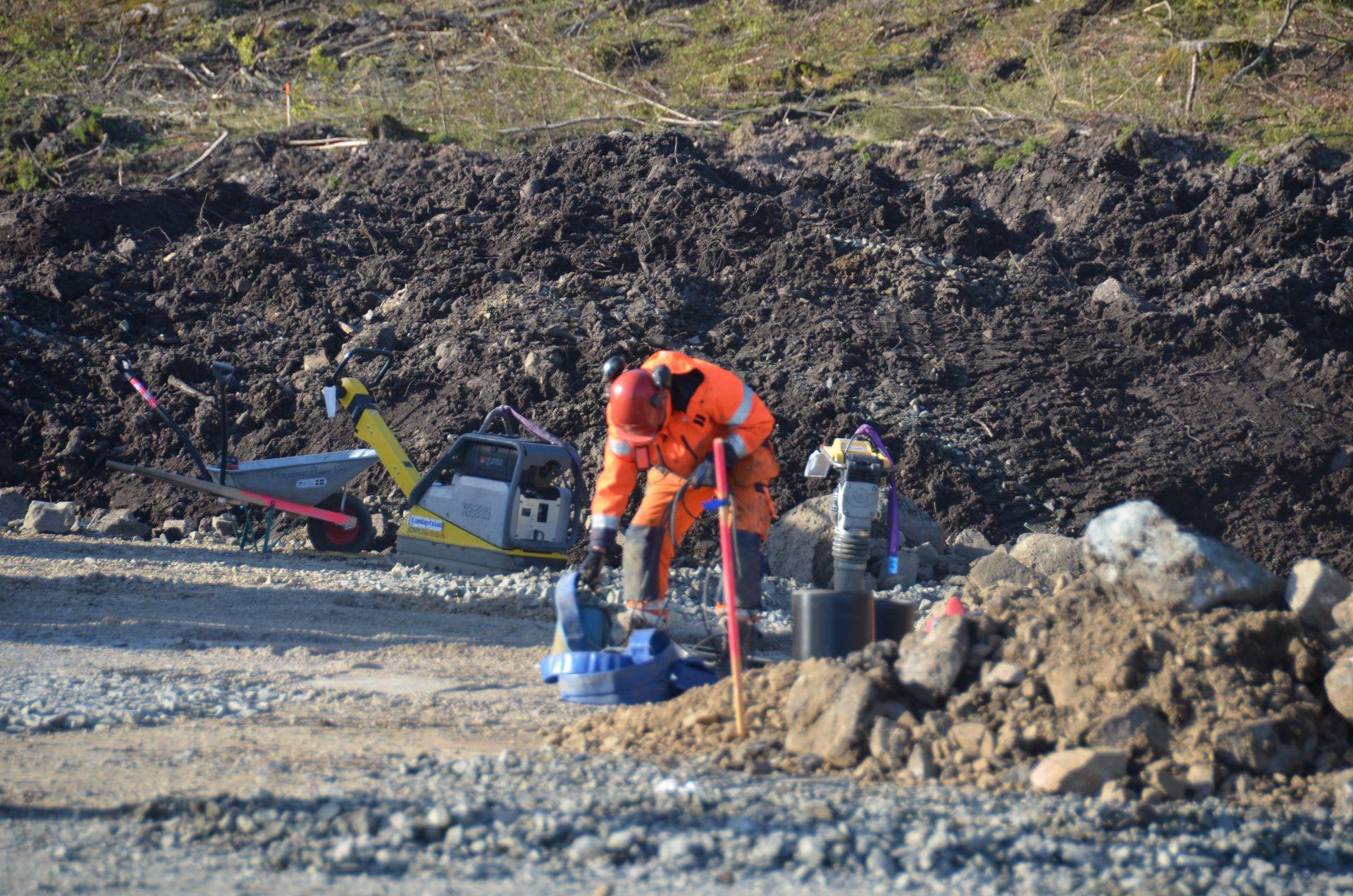 Byggarbetare jobbar med byggprojektet Norrviken Båstad