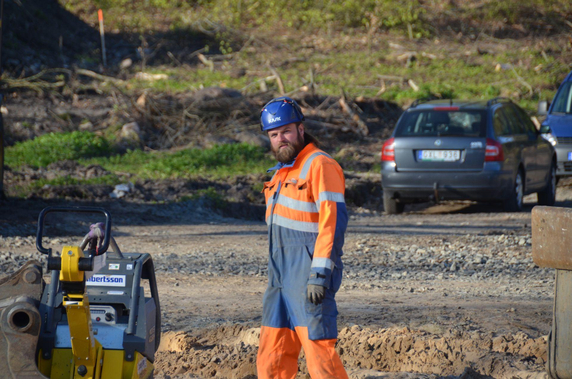 Arbetare jobbar med byggprojektet Norrviken i Båstad