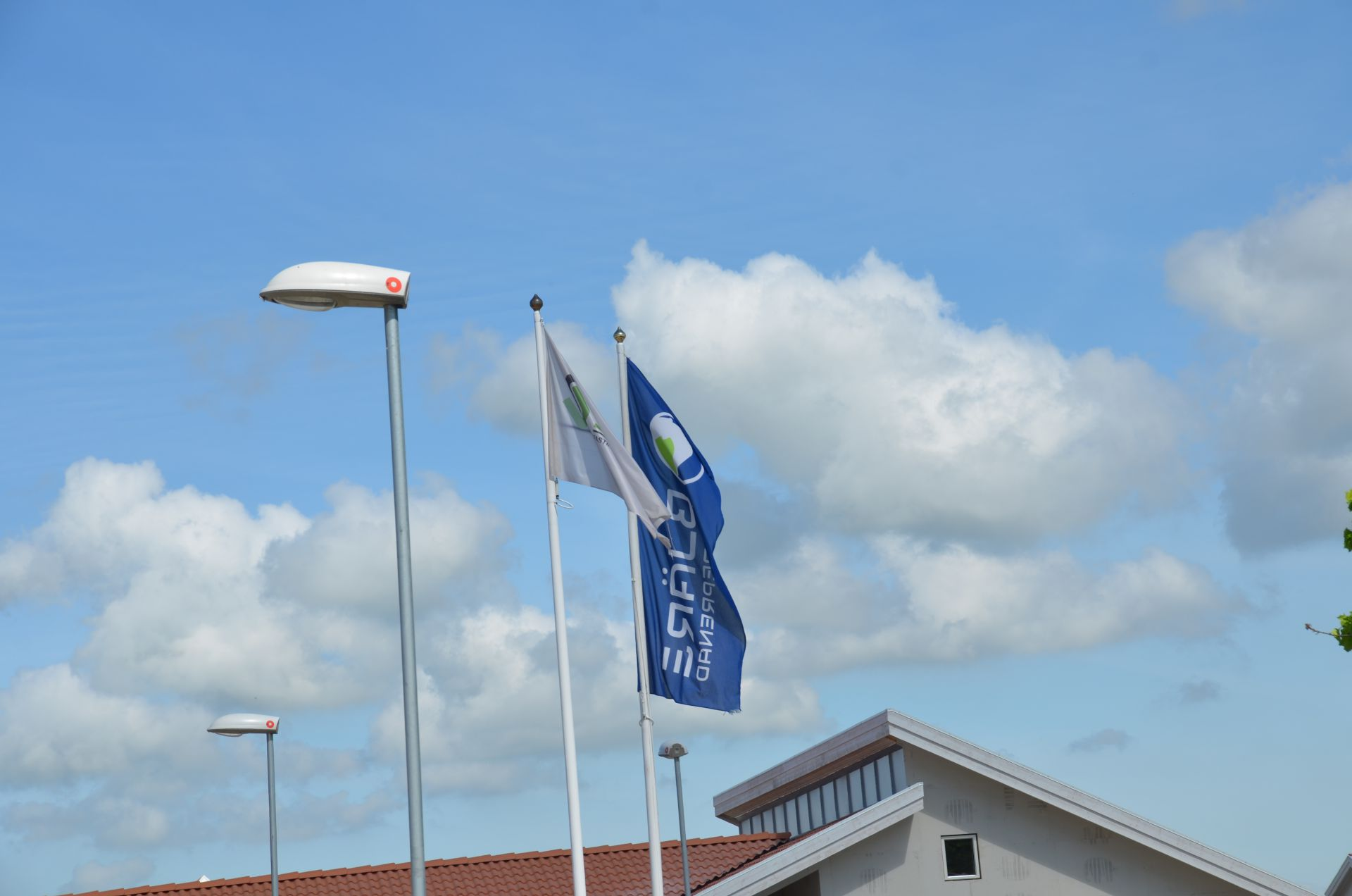 Bjäre Entreprenad-flaggan på arbetsplatsen för grundläggning och finplanering i Staffanstorp