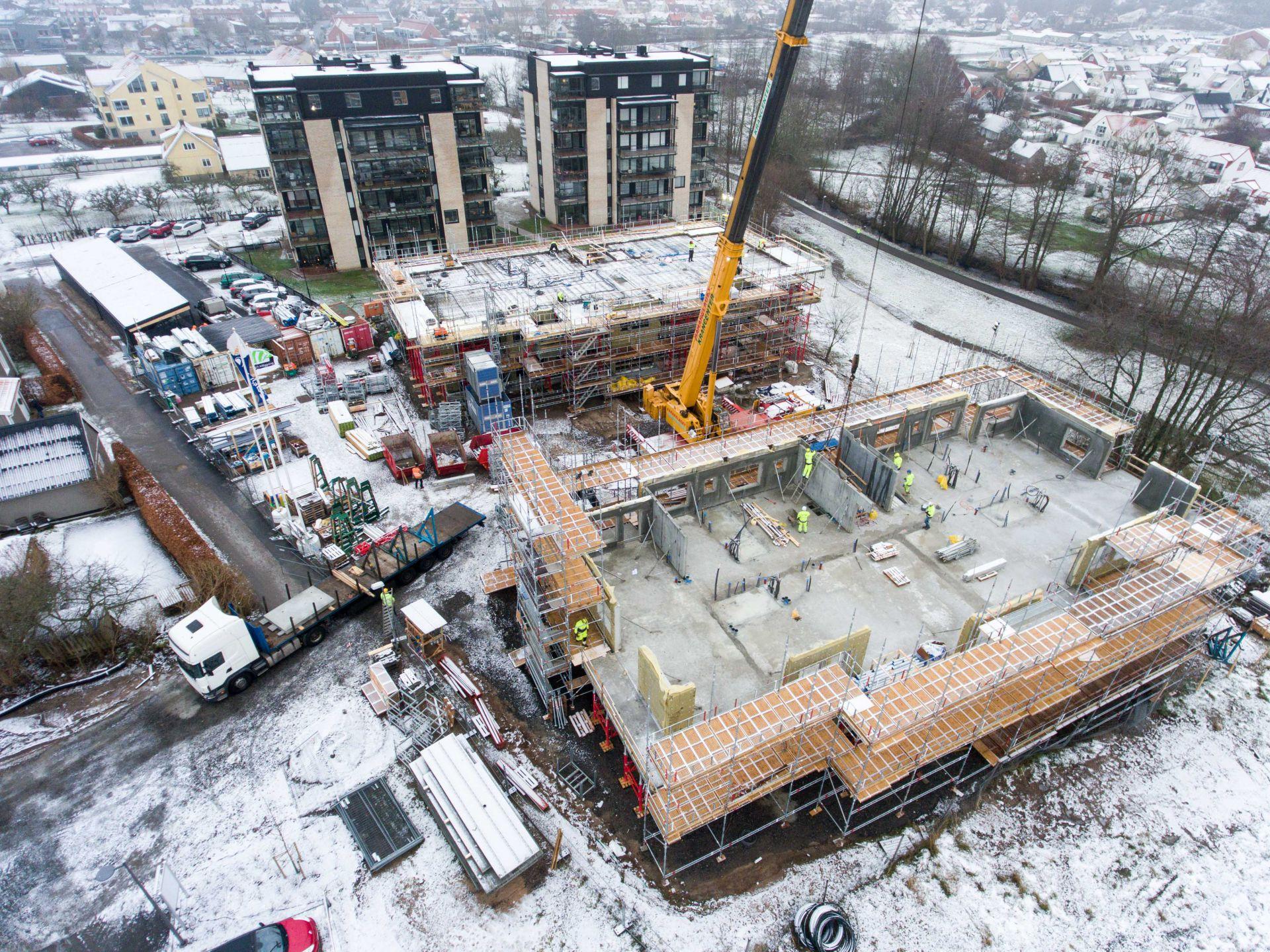 Byggplats för Apelgården och Armobacken i Båstad med närliggande höghus
